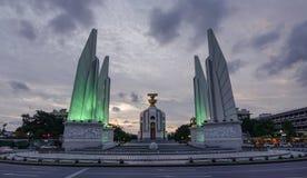 Monumento da democracia em Banguecoque, Tailândia fotos de stock