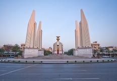 Monumento da democracia em Banguecoque, Tailândia foto de stock