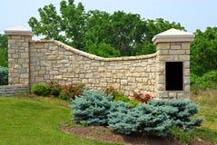 Monumento da entrada da vizinhança Fotos de Stock Royalty Free