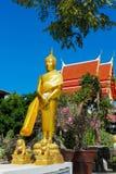 Monumento da estátua de Gautama Buddha do ouro fotos de stock
