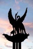 Monumento da estátua do pássaro imagem de stock
