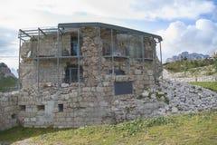 Monumento da guerra no valparola e no hexenstein do passo foto de stock