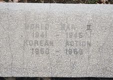 Monumento da guerra da opinião do close up dedicado aos mortos de todas as guerras nos veteranos jardim memorável, Dallas, Texas imagem de stock