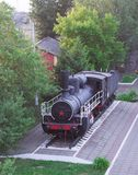 Monumento da locomotiva de vapor velha, operado durante o primeiro e as segundas guerras mundiais Fotos de Stock Royalty Free