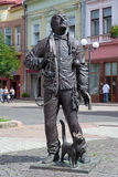 Monumento da vassoura feliz da chaminé em Mukacheve Fotos de Stock Royalty Free