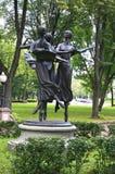 Monumento das bailarinas na academia bielorrussa do parque da música fotografia de stock