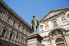Monumento de Alessandro Manzoni em Milão Fotografia de Stock