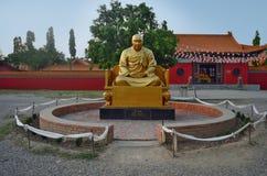 Monumento de Ben Huan cerca del monasterio budista de China en Lumbini, Nepal Imagen de archivo