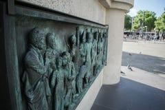 Monumento de Bronce en el centro de Colonia de Kaiser Friedrich Wilhelm imagenes de archivo