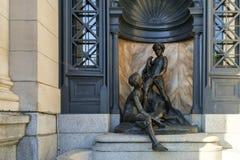 Monumento de bronce (petits Baigneurs de Les) foto de archivo