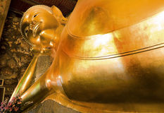 Monumento de buddha durmiente, Wat Poh Bangkok Imagenes de archivo