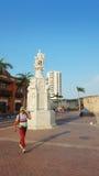 Monumento de Christopher Columbus en la plaza de la Aduana en el centro histórico de Cartagena de Indias Fotografía de archivo