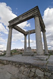 Monumento de cuatro postes. Fotos de archivo libres de regalías