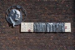 Monumento de Fridtjof Nansen y el pasaporte de Nansen fotos de archivo