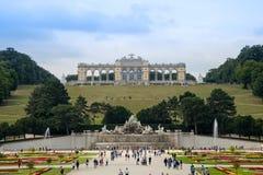 Monumento de Gloriette com o parque do palácio Schloss Schönbru do ` do schonbrunn do ` fotos de stock