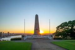 Monumento de guerra del estado en Perth, Australia en el amanecer imágenes de archivo libres de regalías