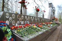 Monumento de guerra en las alturas de Sinyavino Foto de archivo