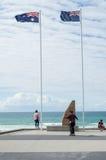 Monumento de guerra en las personas que practica surf paraíso, Australia Imagenes de archivo