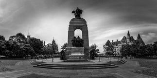 Monumento de guerra nacional, Ottawa céntrica, Ontario, Canadá imagenes de archivo