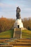 Monumento de guerra soviético en el parque de Treptower en Berlín Fotos de archivo