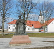 Monumento de J Jablonskis em Marijampole, Lituânia foto de stock
