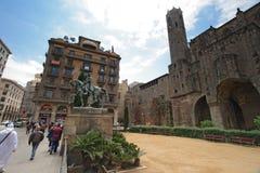 Monumento de Jaime I cerca de Palau medieval Reial en Barcelona imagen de archivo libre de regalías