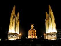 Monumento de la democracia en la noche Foto de archivo libre de regalías