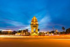 Monumento de la independencia en la ciudad de Phnom Penh Fotos de archivo libres de regalías