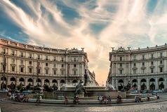 Monumento de la naturaleza de las calles de la ciudad de la arquitectura Imagen de archivo
