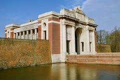 Monumento de la puerta de Menin en Ypres foto de archivo