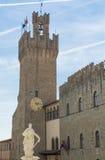 Monumento de la torre y del mármol Imágenes de archivo libres de regalías