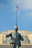 Monumento de Lenin e bandeira do russo, Orel, Rússia Imagens de Stock