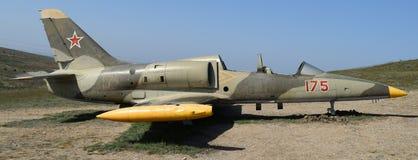 Monumento de los aviones de combate cerca del pueblo cosaco Ataman Hardware militar como objeto expuesto del museo disponible par imagen de archivo libre de regalías