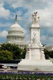 Monumento de los infantes de marina de los E.E.U.U. y capitolio de los E.E.U.U. Imágenes de archivo libres de regalías