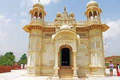 Monumento de mármol que brilla intensamente de Jaswant Thada Jodhpur Rajasthán la India Foto de archivo libre de regalías