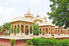Monumento de mármol que brilla intensamente de Jaswant Thada Jodhpur Rajasthán la India Fotografía de archivo libre de regalías