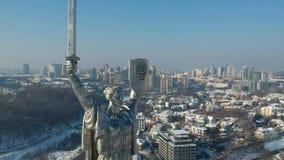 Monumento de Matherland no inverno de kyiv filme