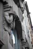 Monumento de piedra de Atlanta gris que sostiene la pared del edificio viejo Fotografía de archivo libre de regalías