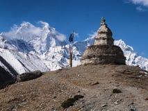 Monumento de piedra en el Himalaya Fotos de archivo
