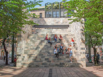 Monumento de Sandro Pertini en Milán imagenes de archivo