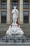 Monumento de Schiller no quadrado de Gendarmenmarkt de Berlim, Alemanha Fotografia de Stock Royalty Free