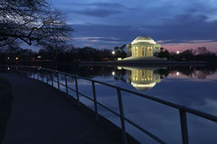 Monumento de Thomas Jefferson momentos antes del amanecer Fotos de archivo