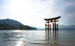 Monumento de Torii en Miyajima, Japón imágenes de archivo libres de regalías