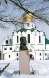 Monumento de Tzar Nikolay II e catedral de Theodor Imagem de Stock Royalty Free