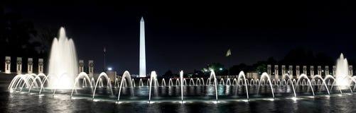 Monumento de Washington, C.C., en la noche, panorama Foto de archivo libre de regalías