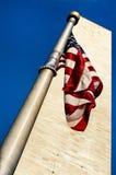 Monumento de Washington e bandeira americana Foto de Stock Royalty Free