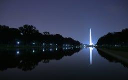 Monumento de Washington en la noche Imagenes de archivo