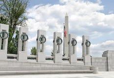 Monumento de Washington y monumento de la Segunda Guerra Mundial Fotos de archivo
