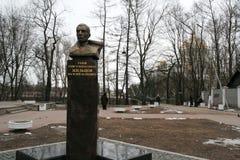 Monumento de Zhiltsov Vasily em Kronstadt, Rússia no dia nebuloso do inverno Fotos de Stock Royalty Free