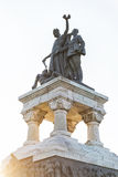 Monumento degli eroi sanitari isolato sul cielo alla luce di tramonto Fotografie Stock Libere da Diritti